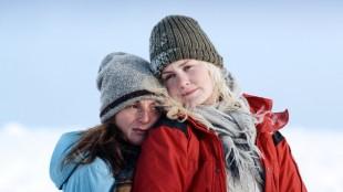 Marte Magnusdotter Solem og Ellen Dorrit Petersen i Fjellet. (Foto: Euforia Film)