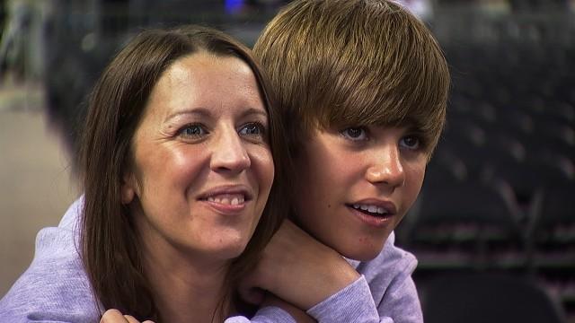 Mor Pattie Mallette og sønn Justin Bieber. (Foto: Universal International Pictures)