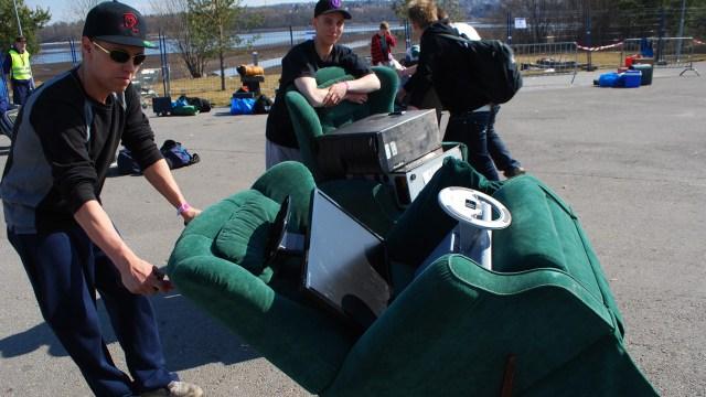 Etter å ha vært på TG i fem og to år har Marius og Alex funnet ut at god stoler, det må man ha. (Foto: Silje Strømmen, NRK P3)
