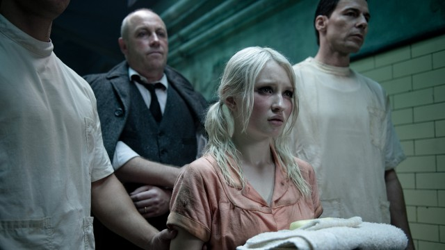 Emily Browning spiller Babydoll i Sucker Punch (Foto: SF Norge AS/ Warner Bros. Pictures).