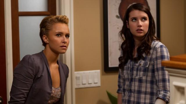 Hayden Panettiere og Emma Roberts bryter alle skrekkfilm-reglene de kan så godt. (Foto: Scanbox)