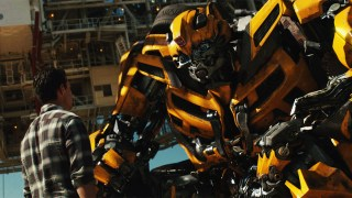 https://p3.no/filmpolitiet/wp-content/uploads/2011/06/Transformers-Dark-of-the-Moon-bumblebee.jpg