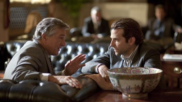 Bradley Cooper og Robert DeNiro, henholdsvis Lada og Lamborgini når det kommer til skuespillerprestasjoner i Limitless. (Foto: Lionsgate)