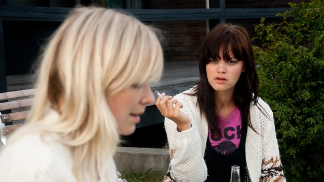 Victoria Winge og Julia Schacht spiller hovedrollene i Bambieffekten (Foto: Europafilm AS).