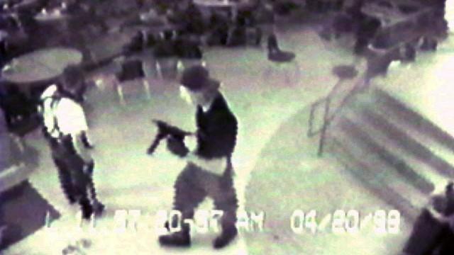 Overvåkningsbilder fra Columbine-massakren ble brukt i Bowling For Columbine (Foto: (AP Photo/Jefferson County Sheriff's Department)