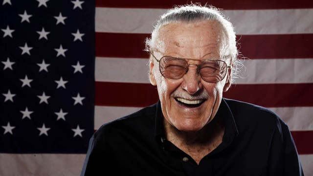 Tegneserielegenden Stan Lee poserer for et bilde under Comic-Con 2011. (AP Photo/Matt Sayles)
