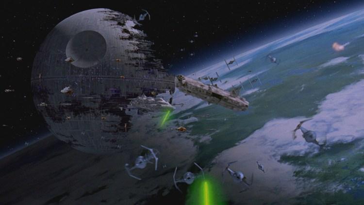 Millennium Falcon på rømmen i Star Wars episode VI: Jediridderen vender tilbake (Foto: Lucasfilm).