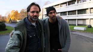 Regissør Ulrik Imtiaz Rolfsen og skuespiller Adil Khan, her i forbindelse med innspillingen av TV-serien «Taxi». (Foto Katrine Opdahl, NRK P3)