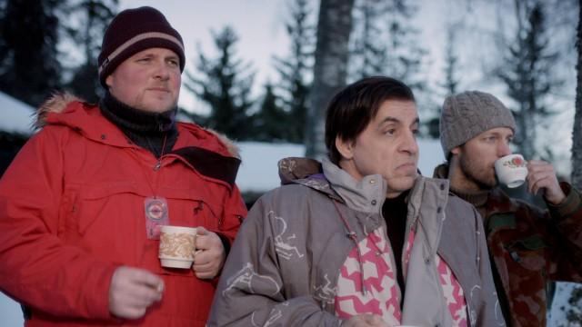Skjermbilde fra 'Lilyhammer' - Steinar Sagen spiller Roar, Steven van Zandt spiller Frank og Trond Fausa Aurvaag spiller Torgeir. (Foto: NRK / Rubicon)
