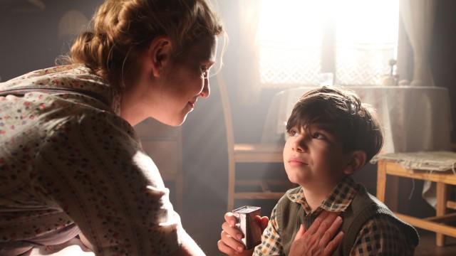 Helen Sjöholm og Jonathan S. Wäcther i Simon og eiketrærne (Foto: Nordisk Film Distribusjon AS).