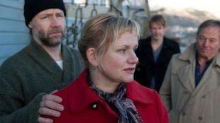 Mads Ousdal, Laila Goody, Trond Espen Seim og Bjørn Floberg i Varg Veum - Kalde hjerter. (Foto: SF Norge).
