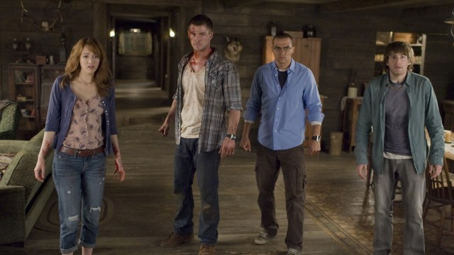 Kristen Connolly, Chris Hemsworth, Jessie Williams og Fran Kranz i The Cabin in the Woods (Foto: Norsk Filmdistribusjon).