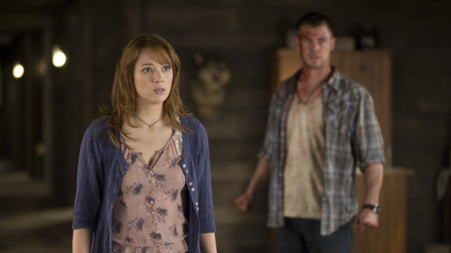 Kristen Connolly og Chris Hemsworth i The Cabin in the Woods (Foto: Norsk Filmdistribusjon).