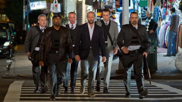 Jason Statham og andre alvorlige menn i Safe (Foto: Nordisk Film Distribusjon AS).