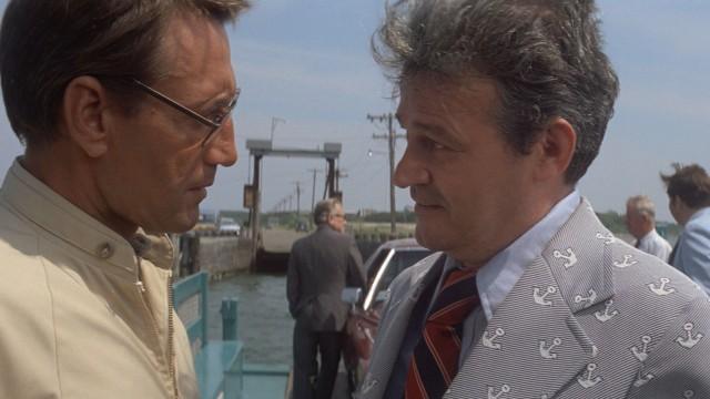 Sheriff Brody (Roy Scheider) kommer i konflikt med borgermester Vaughn (Murray Hamilton) i Jaws (Foto: Universal Pictures).