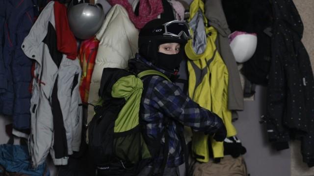 Om enn litt uvanleg, vår tjuv er iallfall maskert (Foto: Europafilm).
