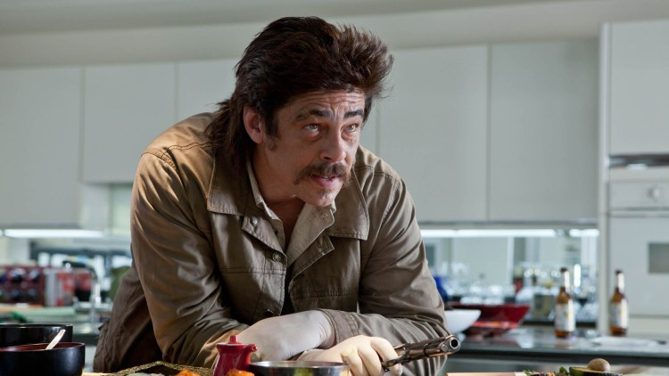 Benicio Del Toro som skumle Lado i Savages (Foto: United International Pictures).
