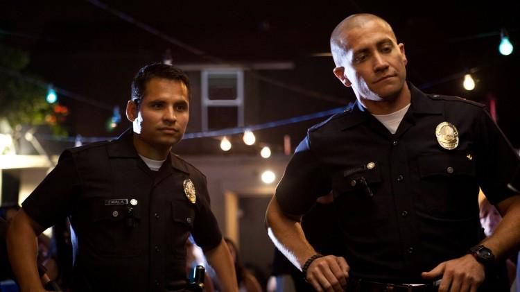 Michael Peña og Jake Gyllenhall spiller hovedrollene i End of Watch (Foto: Nordisk Film Distribusjon AS).