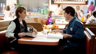 Emma Watson og Logan Lerman i The Perks of Being a Wallflower (Foto: Nordisk Film Distribusjon AS).
