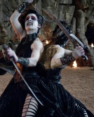 Siamesiske tvillinghekser i Hansel and Gretel: Witch Hunters (Foto: SF Norge AS).