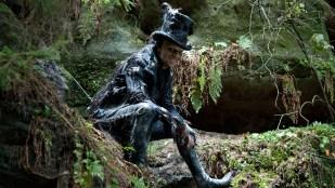 Hugo Weaving spiller blant annet en djevlefigur i Cloud Atlas (Foto: Norsk Filmdistribusjon).