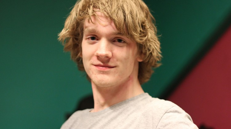 Simen Linderud vant forsvarets hacker-konkurranse. (Foto: Marte Hedenstad, NRK P3).