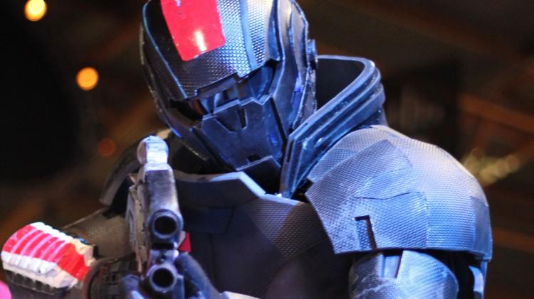 Øyvind Krogsrud som Commander Shepard på The Gathering. (Foto: Marte Hedenstad, NRK P3).