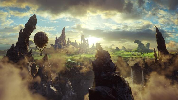 Oscar ankommer i ballong i Oz: The Great and Powerful (Foto: The Walt Disney Company Nordic).