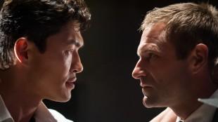 Rick Yune som skurk og Aaron Eckhart som presidenten i Olympus Has Fallen (Foto: Nordisk Film Distribusjon AS).