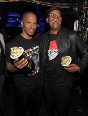 Jamie Foxx og Samuel L. Jackson under MTV Movie Awards 2013. (Foto: Photo by John Shearer/Invision for MTV/AP Images)