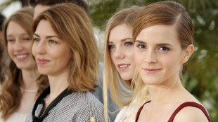 Emma Watson (t.h.), Claire Julien, Sofia Coppola og Taissa Fariga i Cannes (Foto: AP Photo/Francois Mori).