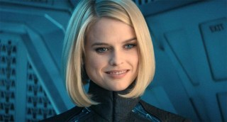 https://p3.no/filmpolitiet/wp-content/uploads/2013/05/alice-eve.jpg