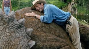 Sam Neill hviler på en Stan Winston-kreasjon i Jurassic Park (Foto: United International Pictures).