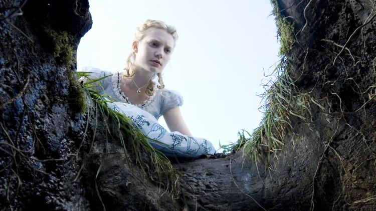 Mia Wasikowska i Alice In Wonderland. (Foto: Walt Disney Studios Motion Pictures Norway).