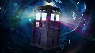 TARDIS - tidsmaskinen doktoren bruker til å reise med ser ut som en ordinær telefonkiosk, men er i virkeligheten et transdimensjonalt romskip. (Foto: BBC)
