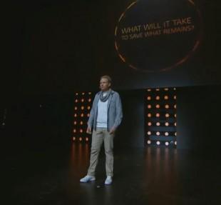 Nicklas Cederström fra Massive Entertainment viser frem «The Division» for første gang. (Foto: Ubisoft)