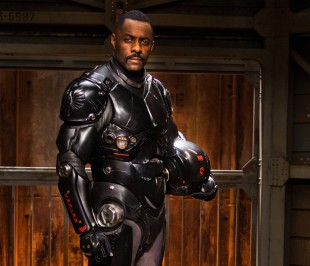 Idris Elba spiller Stacker Pentecost i Pacific Rim (Foto: SF Norge AS).