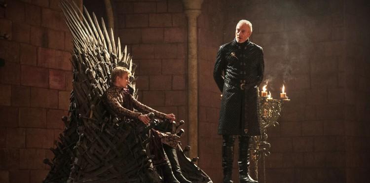 Kong Joffrey og Tywin Lannister i Game of Thrones. (Foto: HBO).