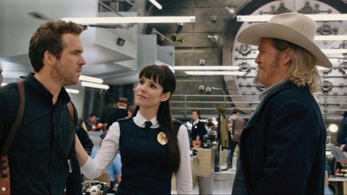 Se bak figurene i dette bildet fra filmen «R.I.P.D.». Mistenkelig likt hovedkvarteret i «Men in Black»? Ja. (Foto: United International Pictures)