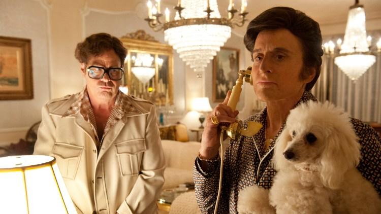 Dan Aykroyd og Michael Douglas i Mitt liv med Liberace (Foto: SF Norge AS).