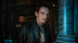 Jonathan Rhys Meyers spiller en farlig figur i Skyggejegerne: Demonenes by (Foto: SF Norge AS).