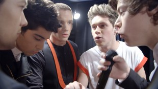 Peptalk før ny konsert i One Direction: This Is Us (Foto: United International Pictures).