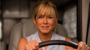 Jennifer Aniston forsøker seg som narkosmugler i We're the Millers (Foto: Warner Bros. Pictures/ SF Norge AS).