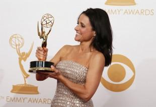 Strålende fornøyd med prisen for beste skuespillerinne i en komiserie for Veep. (Foto: REUTERS/Lucy Nicholson. NTB Scanpix).