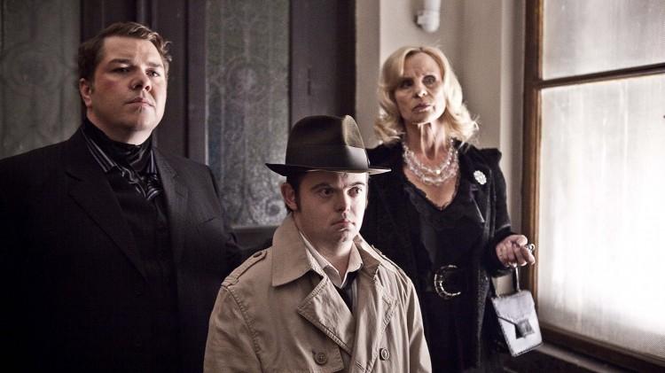 Nils Jørgen Kaalstad, Svein André Hofsø og Liv Bernhoft Osa i Detektiv Downs (Foto: Friland Produksjon / Nordisk Film Distribusjon AS).