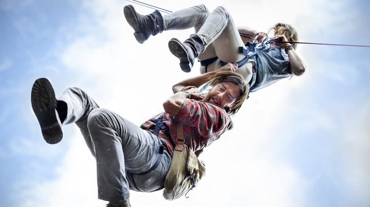 Høythengende actionscene i Gåten Ragnarok (Foto: Fantefilm Fiksjon AS / Nordisk Film Distribusjon).