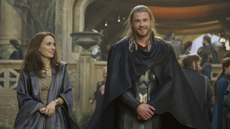 Jane (Natalie Portman) og Thor (Chris Hemsworth) gjenforenes i Thor: The Dark World (Foto: The Walt Disney Company Nordic).