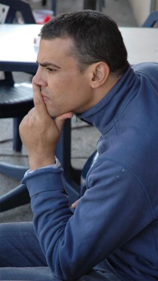 Regissøren bak filmen «Blå er den varmeste fargen», Abdellatif Kechiche, har forsvart både filmen og sexskildringene etter Cannes-prisen. (Foto: arthaus)