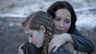 Jennifer Lawrence (Katniss) og Willow Shields (Primrose) i The Hunger Games: Catching Fire (Foto: Lionsgate).