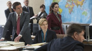 Laura Linney spiller statssekretær i Den femte statsmakt (Foto: DreamWorks Distribution Co/Nordisk Film Distribusjon AS).